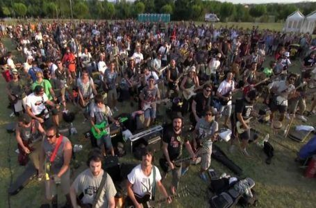 VIDEO: Mil fans piden a Foo Fighters que los visiten