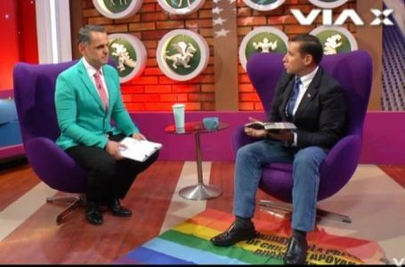 VIDEO: Pastor intenta sanar a conductor gay