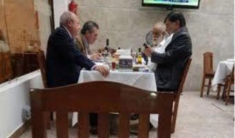 VIDEO: Increpan en restaurante a Romero Deschamps y Fernández de Cevallos