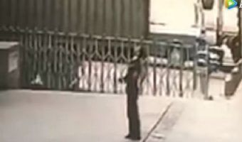 VIDEO: Suicida mata a guardia de seguridad que intentaba salvarla