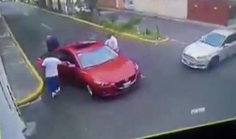 VIDEO: Roban auto a familia en Ecatepec