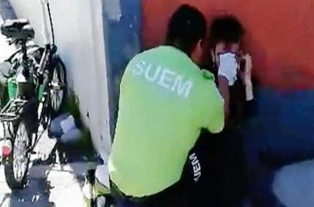 VIDEO: Bache causa accidente de repartidor de Uber Eats en Toluca
