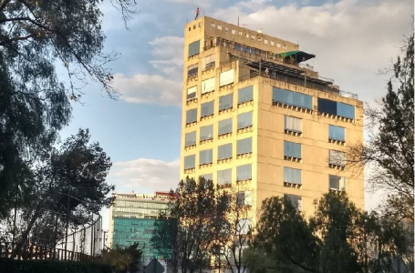 VIDEO: Intenta arrojarse de edificio en Avenida Revolución