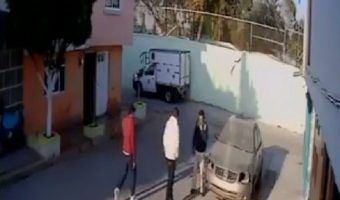 VIDEO: Captan robo y secuestro de conductor de camioneta en Ecatepec