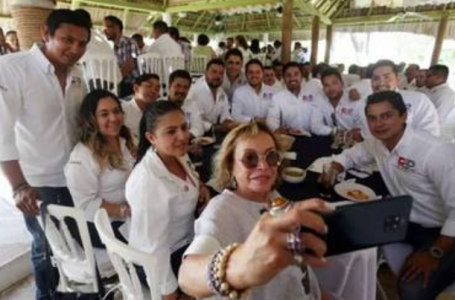 Elba Esther Gordillo reaparece en evento político