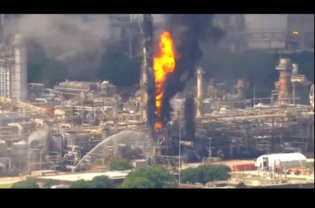 Videos: Se incendia refinería en Baytown Texas